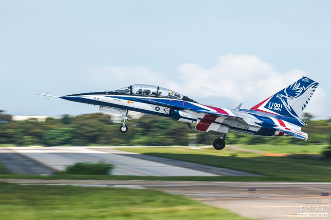 Indigenously developed AJT competed its maiden flight in CCK AFB on 6/22, witnessed by President Tsai and People