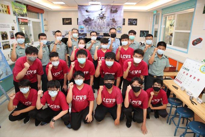The Aviation Equipment Studies Club of ROCA Aviation Service Depot regularly exchanges with Li Zhi Senior High School