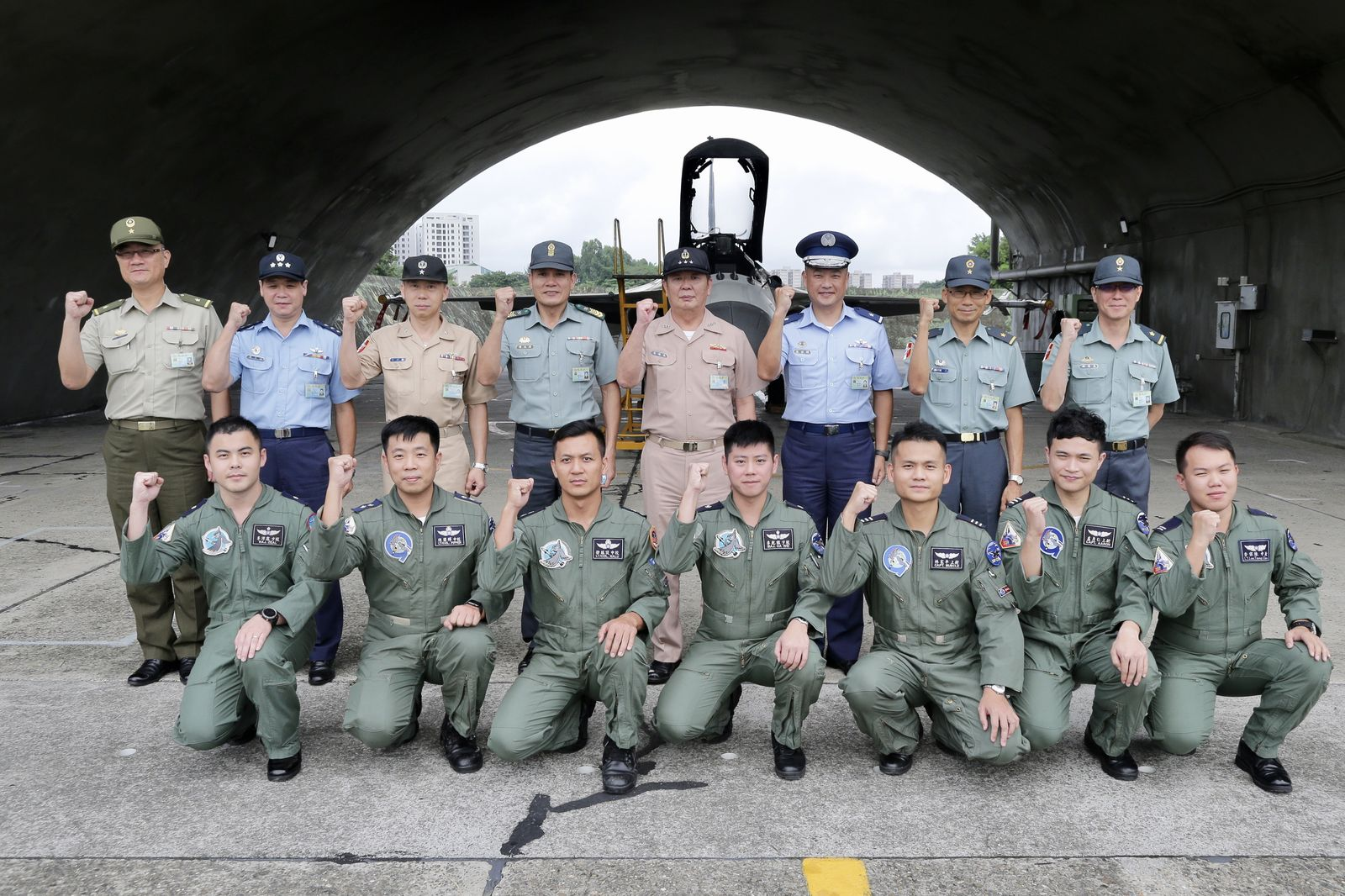 ADM Huang inspects ROCAF 1st TFW and encouraged airmen.