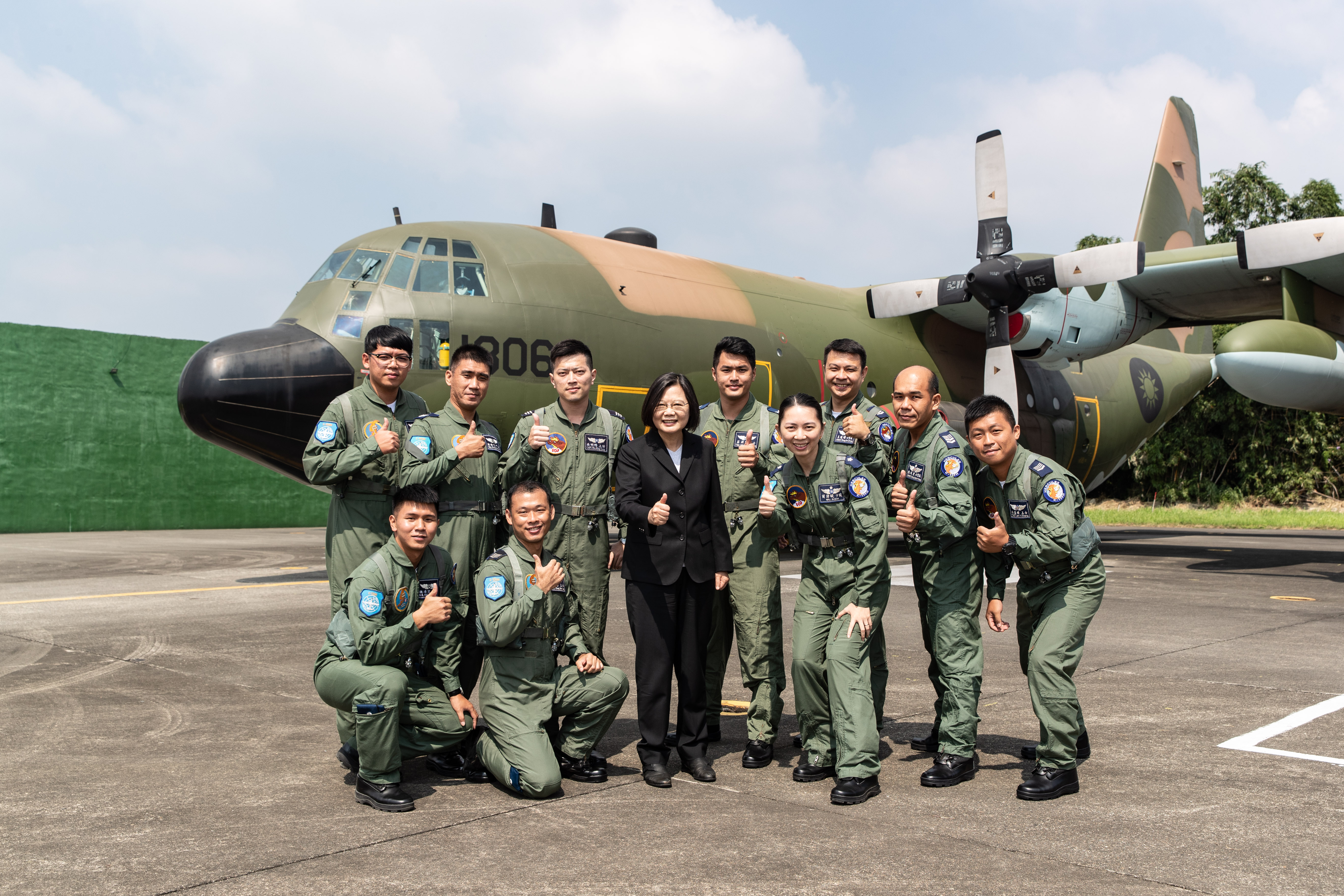 President Tsai Inspected 6th Wing and Acknowledged Their Contribution as National Security Barrier
