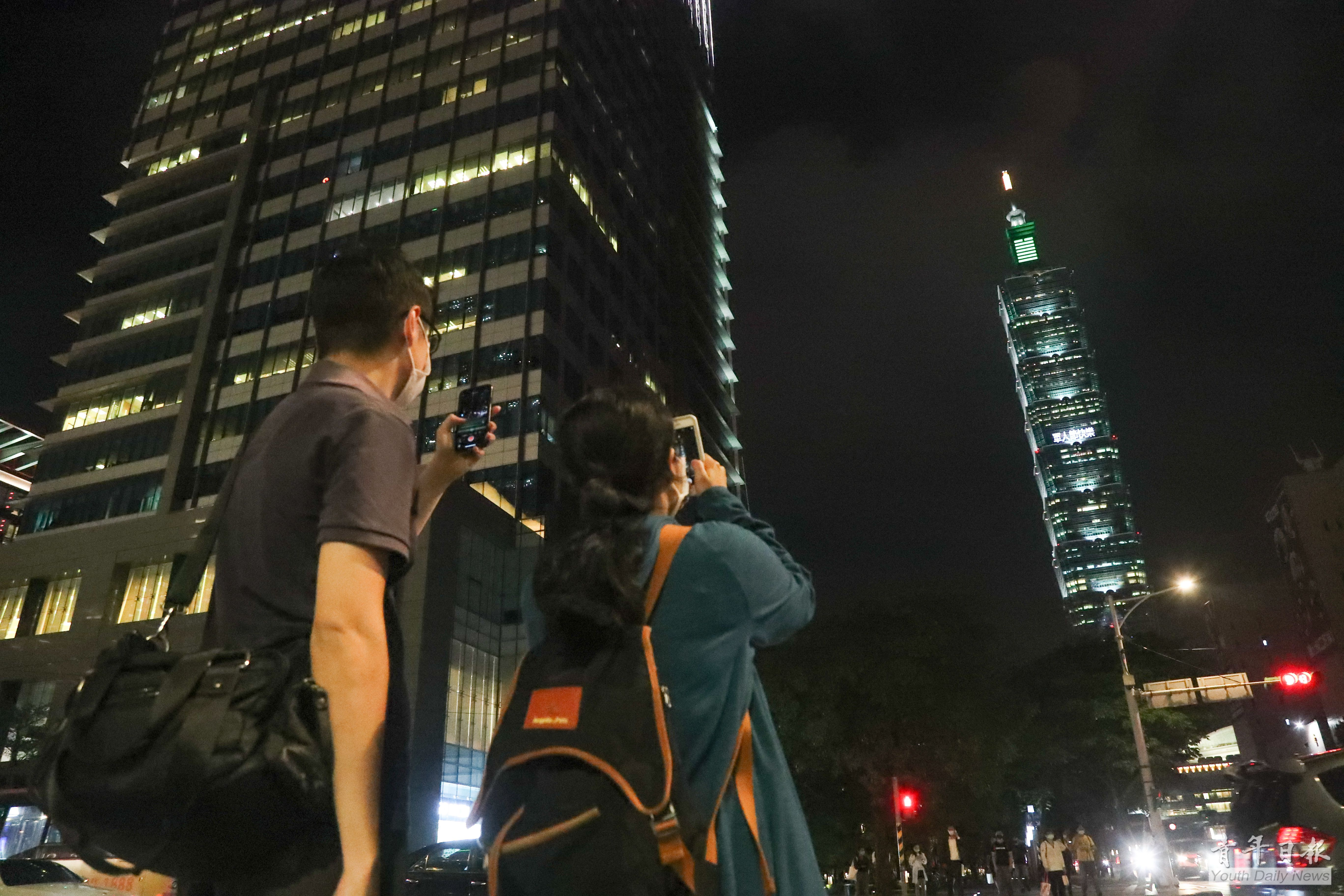 Taipei 101 Lights Up to Celebrate Armed Forces Day