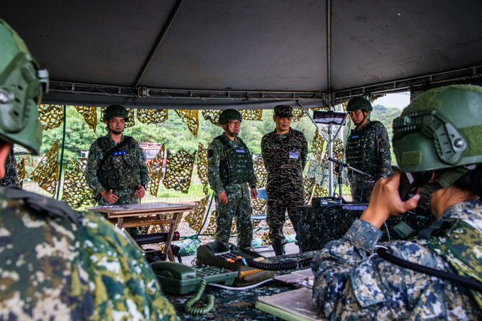 """VADM Chiu, the VCGS, inspected """"Joint Counter Landing Exercise"""" at Feng-Gang site on 7/15"""