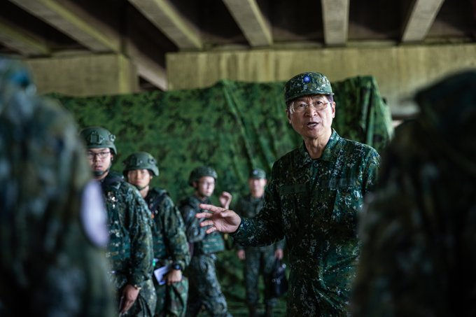 MINDEF Yen inspected force protection maneuvers in southern theater. He acknowledged and encouraged hard work and contributions of troops for homeland defense.