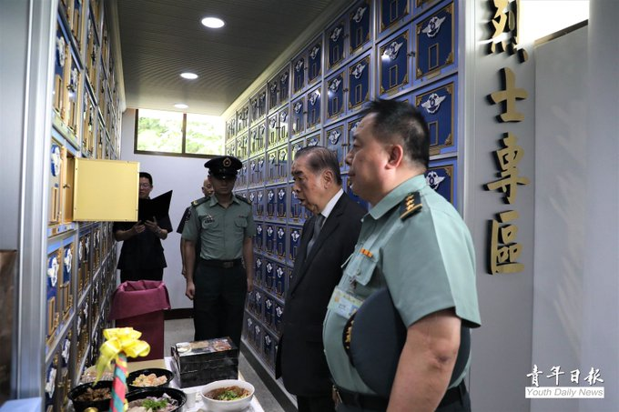 Mr. Lee, Chairman of FAFA, visited the ROC Air Force Cemetery