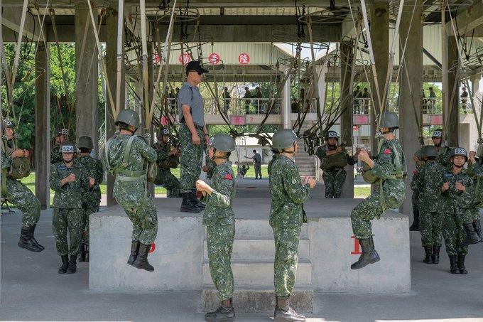 President Tsai inspected Airborne Infantry Training Center, ROCA, on 6/2