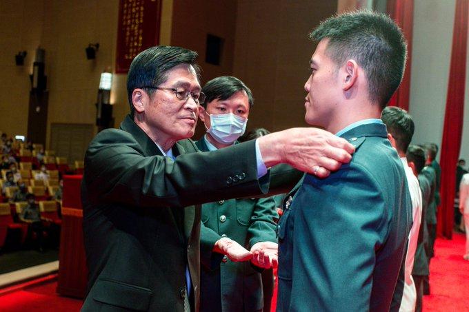 MINDEF Yen presided 2nd Officer/NCO Promotion Ceremony of 2020