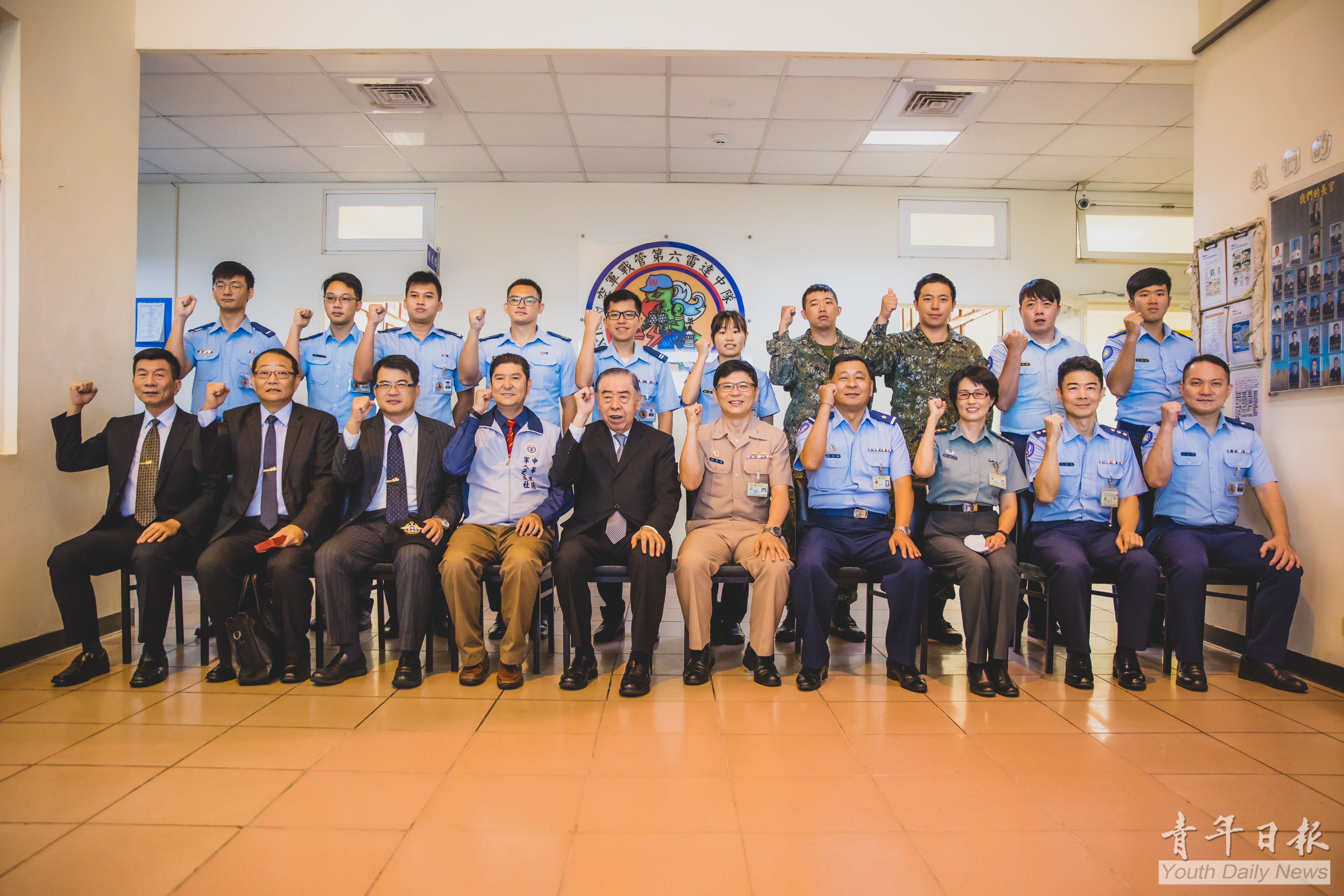 Chairman of FAFA Visits Northern Taiwan Military Units to Bring Warm Case for Troops