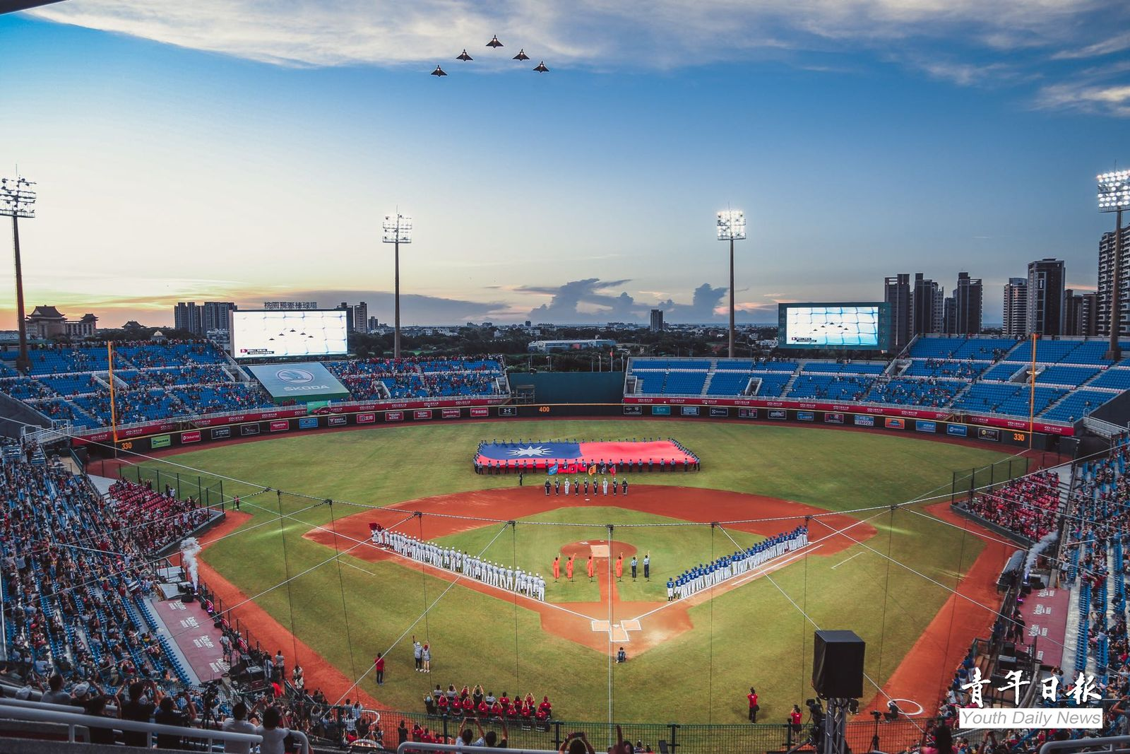 CPBL Kick-off Activity Shows Respect to Armed Forces