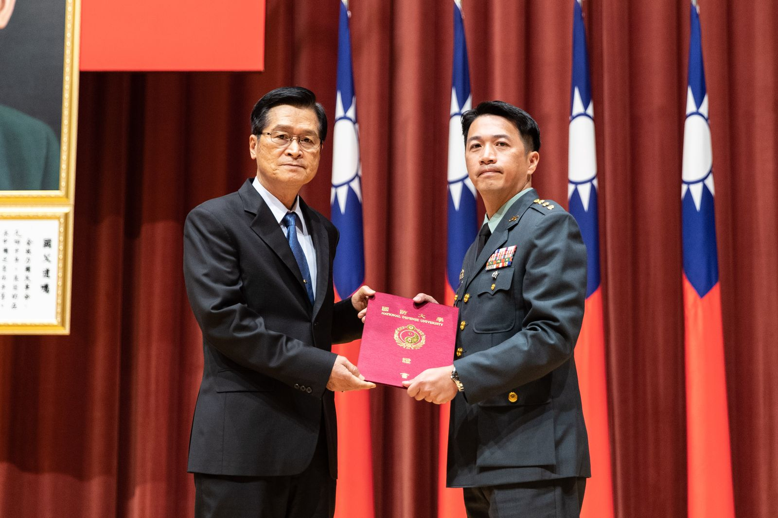 MINDEF Yen Presides Command & Staff and War Colleges Graduation Ceremony with High Expectation to Graduates