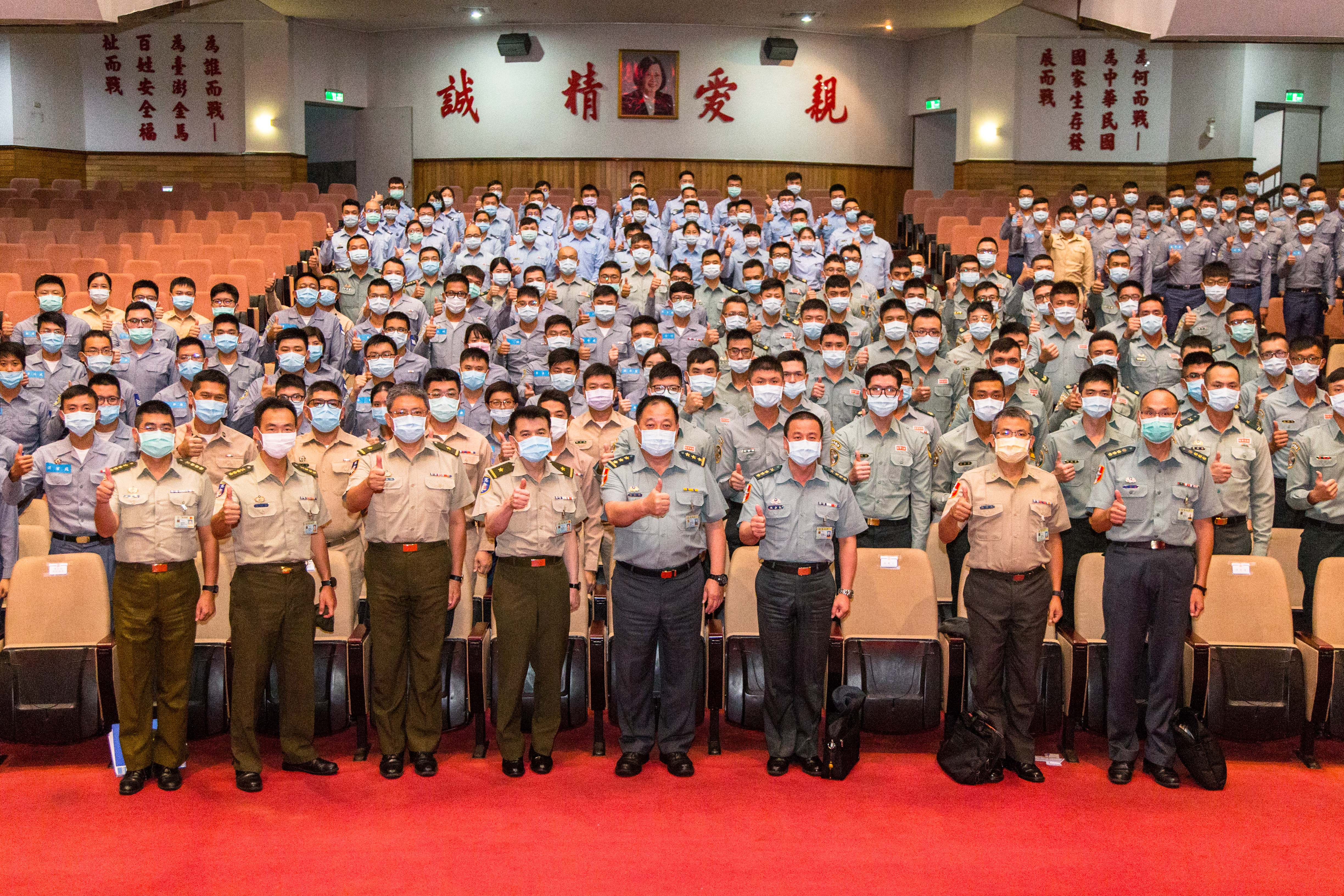 VCGS-XO inspects and encourages troops of Double-Ten performances