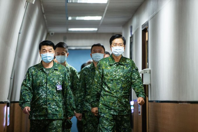"""MINDEF Yen inspected """"Joint Air Defense"""" exercise on 7/14."""