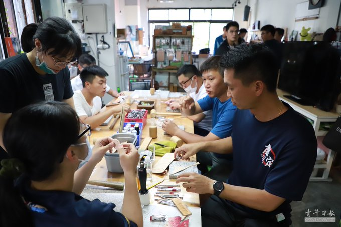 Sailors would learn skills of genuine leather cutting