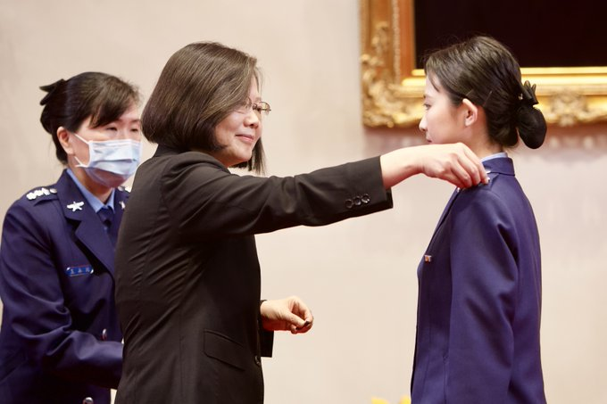 President Tsai expected all graduates to contribute themselves to Country and become the new blood to homeland defense.