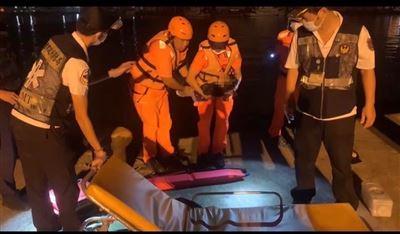 海巡遙控式動力救生圈再建功 父女落水獲救生還