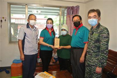 熱心公益感恩回饋  吳青紅樂為官兵後盾
