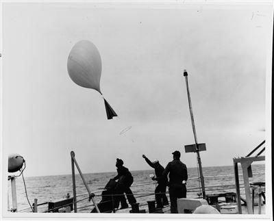 【2月25日軍史上的今天】 不明飛行物引發洛杉磯之戰