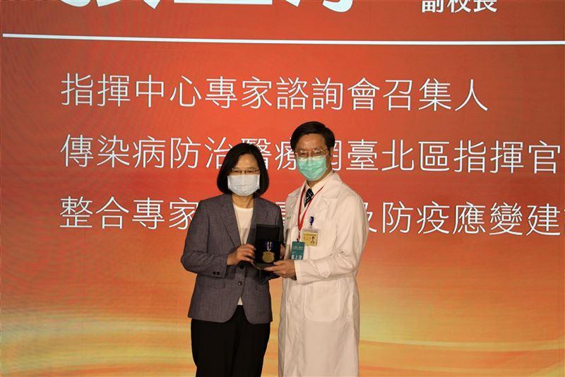 蔡總統感謝防疫英雄 讓臺灣成為最安全的地方1