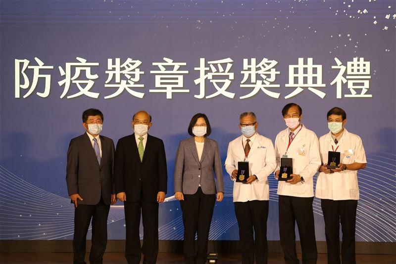 蔡總統感謝防疫英雄 讓臺灣成為最安全的地方2