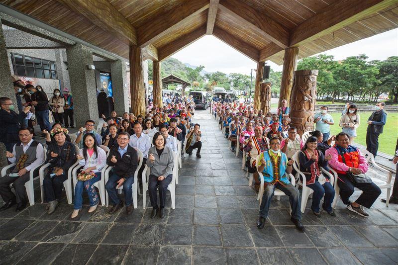蔡總統參訪「布農族文化館」 盼年輕族人參與部落事務1