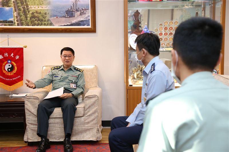 王信龍期許新任幹部積極謹慎1