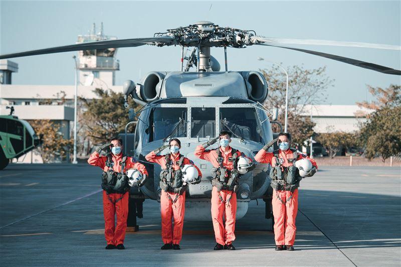 海軍首位反潛女飛官許秀青入列2