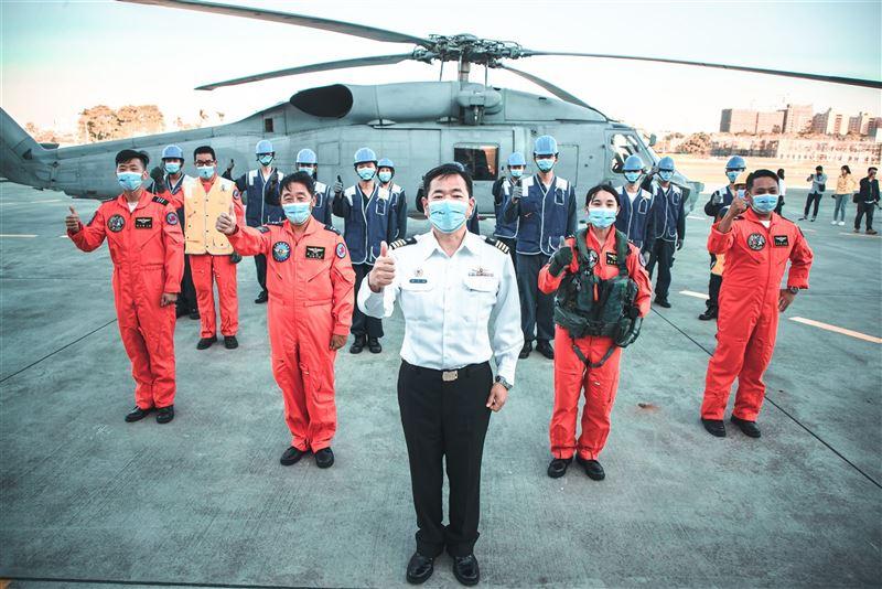 海軍首位反潛女飛官許秀青入列4