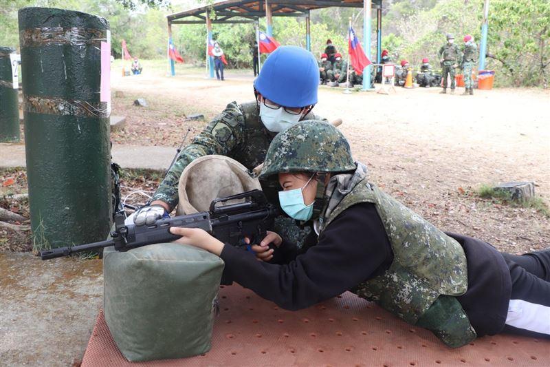 高中生實彈射擊體驗 增進全民國防意識1