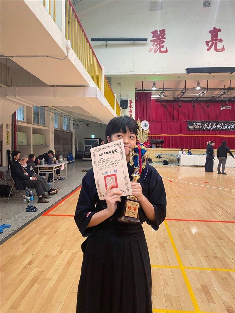 國防大學顏綵瑩、王妤森校外參賽奪冠2