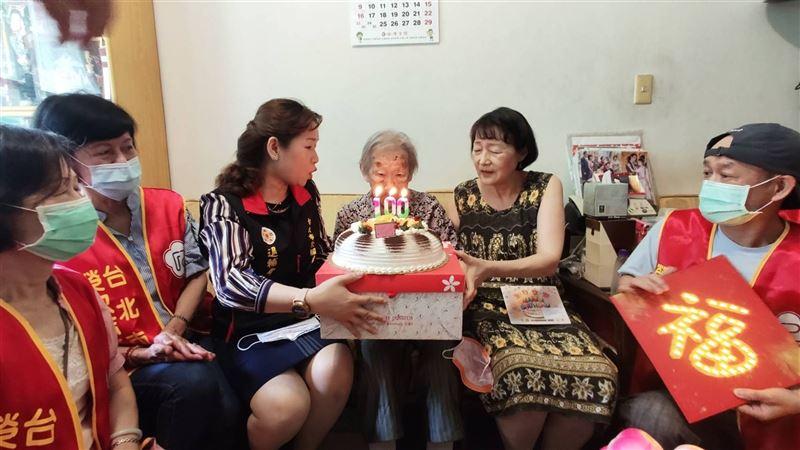 北榮處慶賀邵胡錦秀奶奶100歲嵩壽3