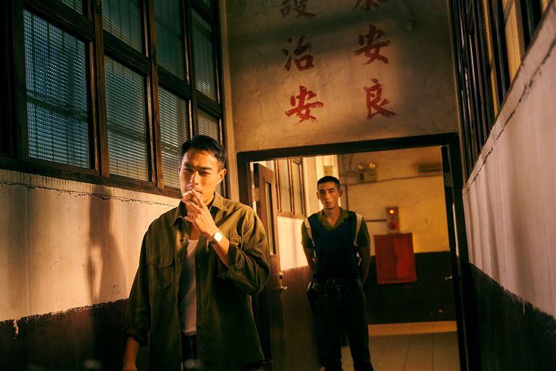 《華燈初上》釋出最新劇照 豪華復古風直逼時尚大片3